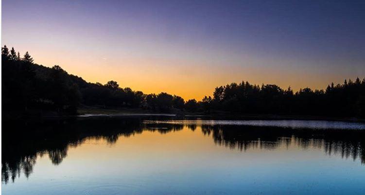 Il Lago Calamone in una foto di Margherita Serri per contest Instagram #Grandtoureb19